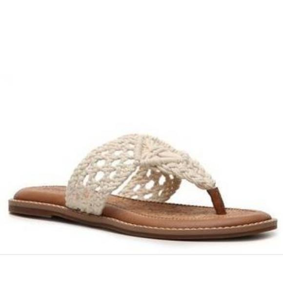 Lucky Brand Cream Barry Flat Thong Sanda